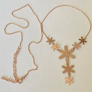 Jewelry - 🌸Silver flower necklace rose gold plated